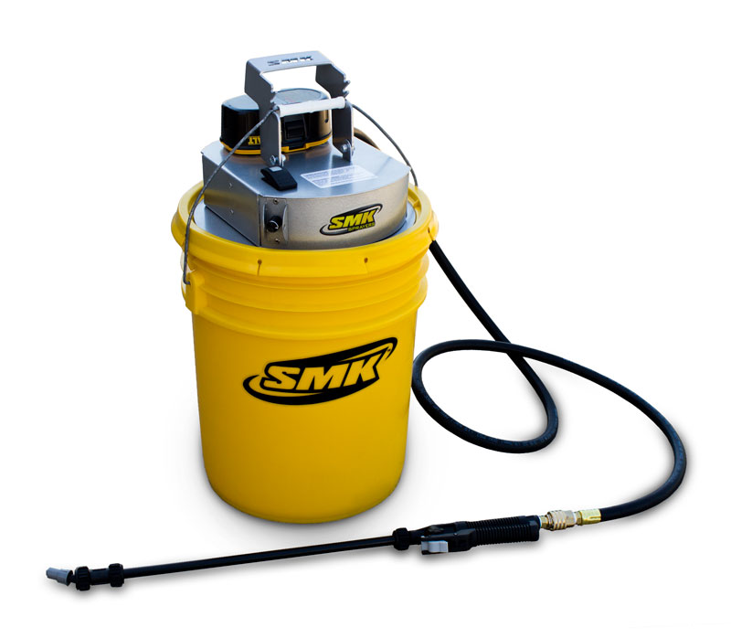 SMK SPRAYERS – P100A SPRAYER Top View with sprayer wand and bucket on white background